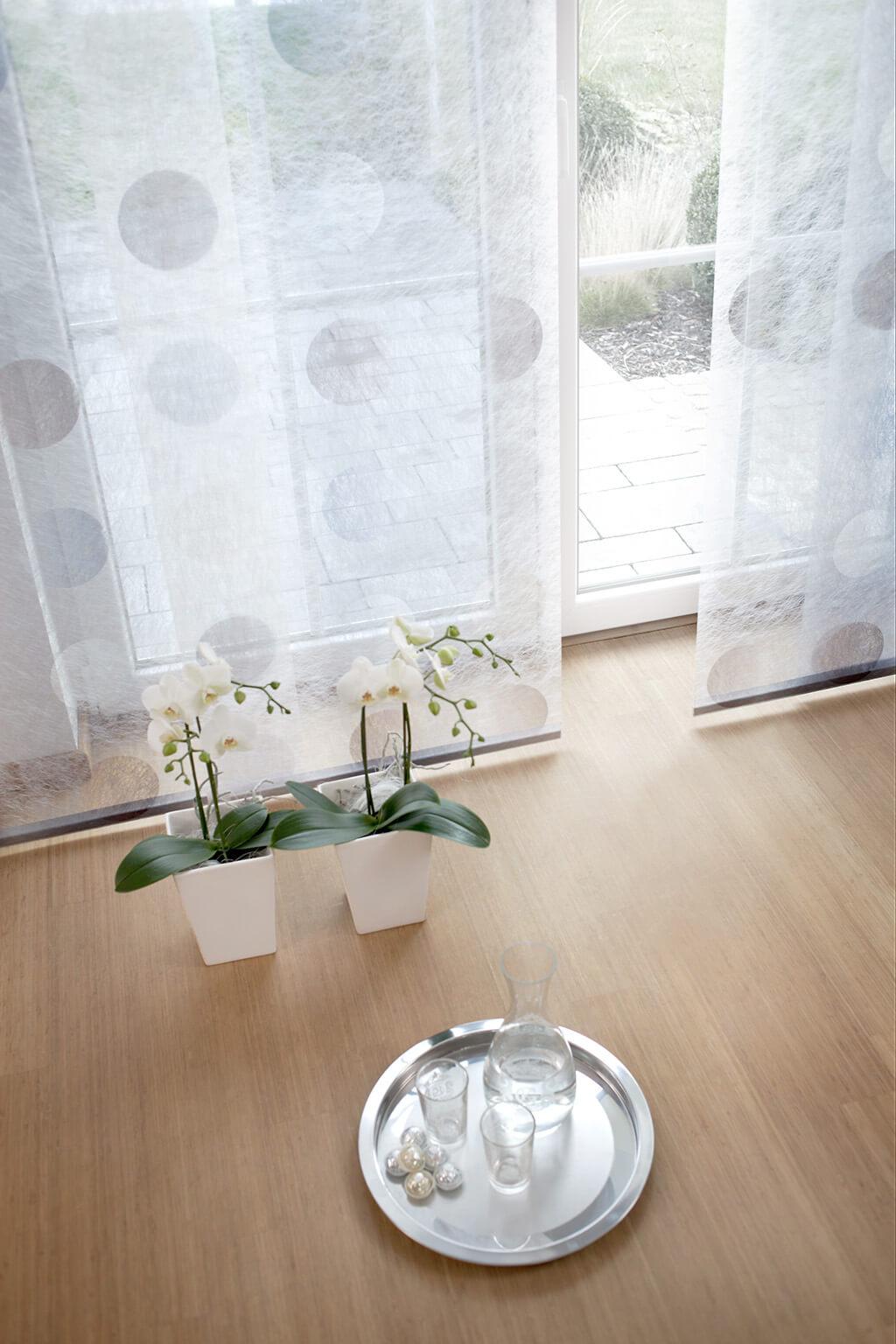 Transparente Dekorstoffe für stimungsvolle Flächenvorhänge