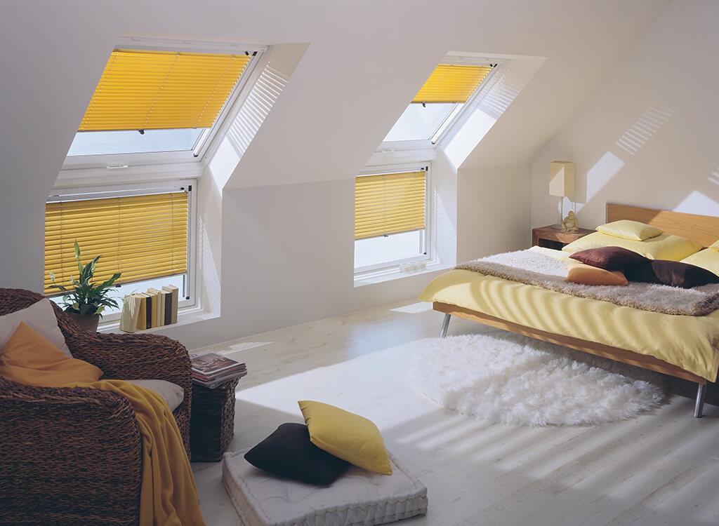 Alu-Jalousie in Gelb für Dachfenster