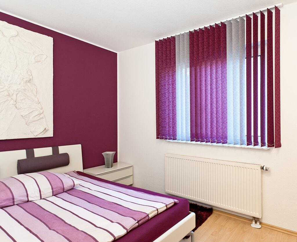 Lamellenvorhang Multicolor in violettem und grauen Dekorstoff