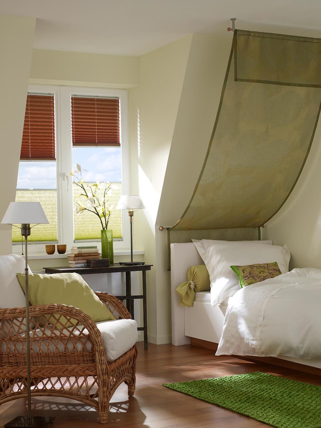 jaloucity stilvoller sichtschutz im schlafzimmer. Black Bedroom Furniture Sets. Home Design Ideas
