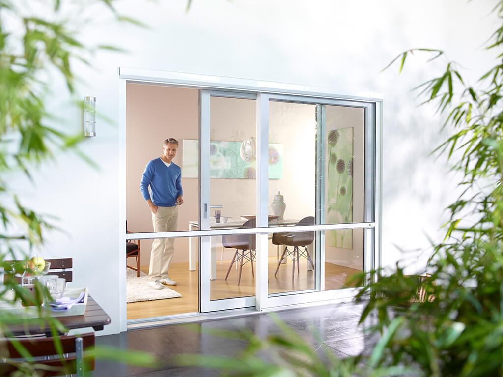 sonnenschutz f r ihre terrasse komfortable schattenspender. Black Bedroom Furniture Sets. Home Design Ideas