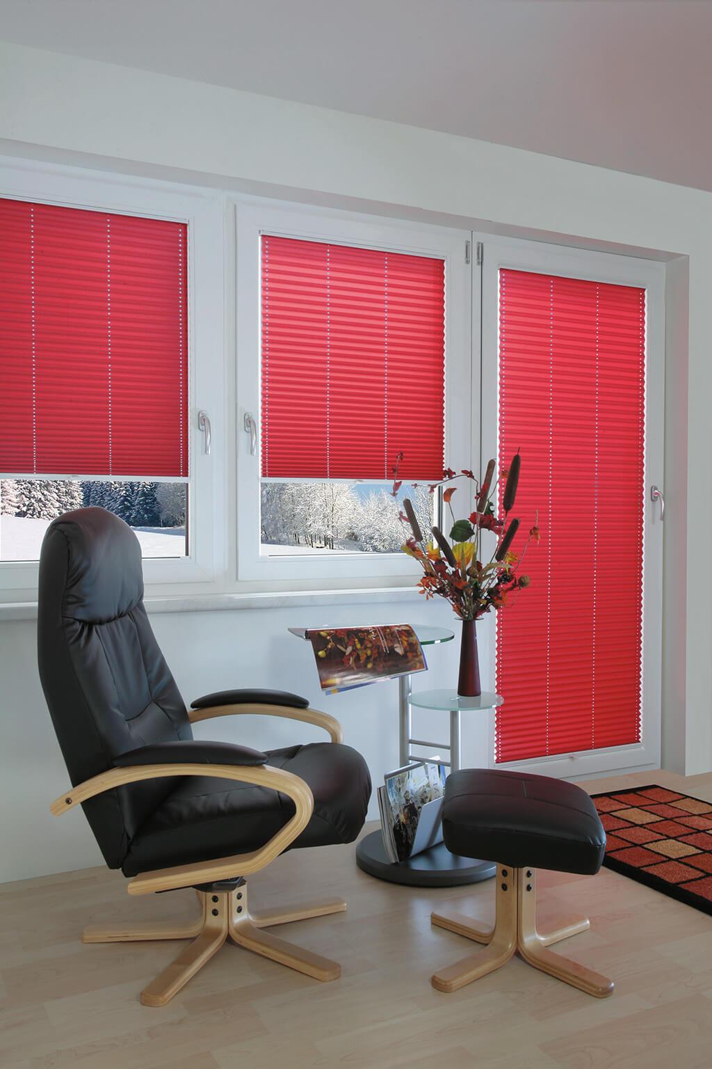 Plissee krafitgem Rot für klare Akzente an Fenstern und Tür