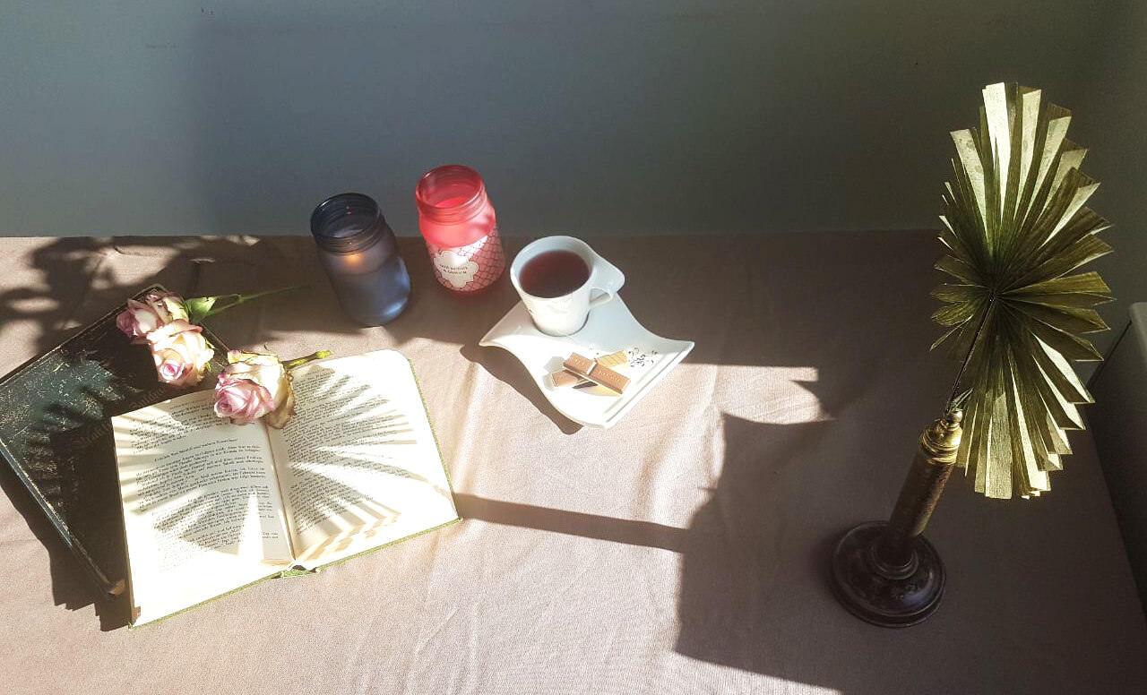Standplissee auf dem Tisch in der Sonne