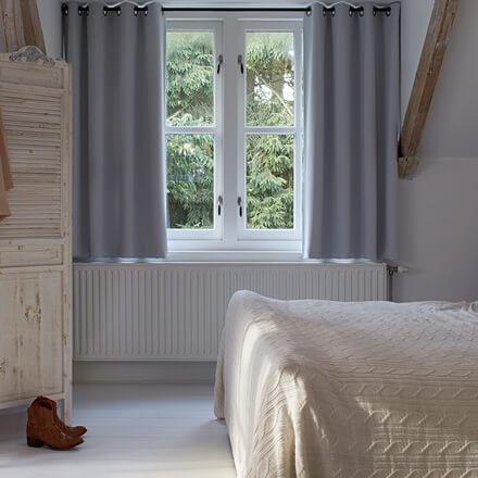 gardinen verdunkelung perfekte dunkelheit mit verdunkelungsgardinen. Black Bedroom Furniture Sets. Home Design Ideas