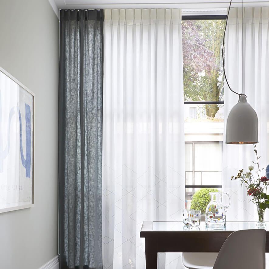 gardine mit einzelner oder doppelter falte. Black Bedroom Furniture Sets. Home Design Ideas