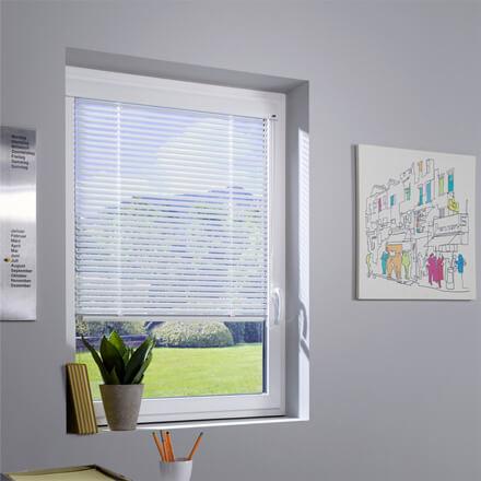 Jalousien Im Fensterrahmen.Einbaujalousien Passgenau Für Ihr Fenster Jetzt Beraten Lassen