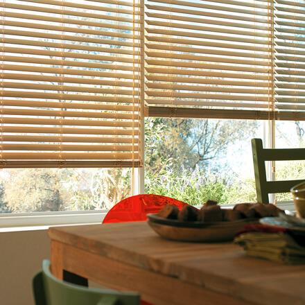 Extrem Holzjalousien – zeitlos & edel maßangefertigt für Ihre Fenster NN09