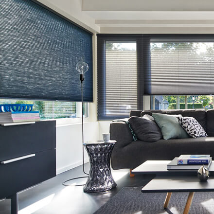 plissee breite fenster beautiful modernes mit die fenster sind mit faltstores verhangen with. Black Bedroom Furniture Sets. Home Design Ideas