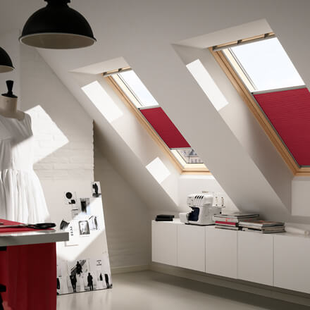 velux sonnenschutz sichtschutz verdunkelung f r dachfenster. Black Bedroom Furniture Sets. Home Design Ideas