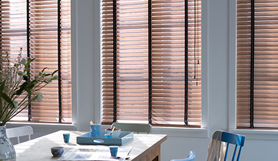 Fenster-Holzjalousien